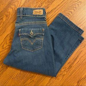 Levi's Medium Wash Denim Capri Pants Size 6